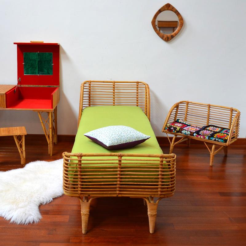 lit en rotin petit banc vintage. Black Bedroom Furniture Sets. Home Design Ideas