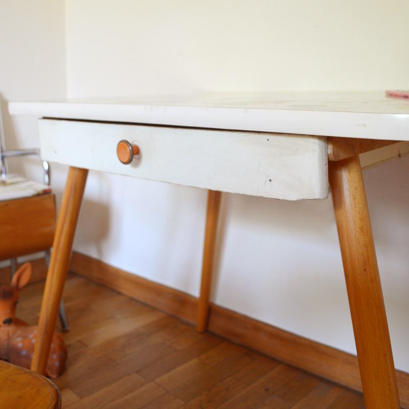 bureau chaises banc enfant vintage. Black Bedroom Furniture Sets. Home Design Ideas