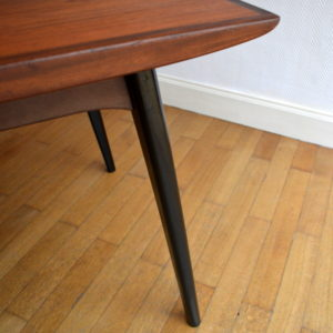 Table scandinave de Louis Van Teeffelen 7