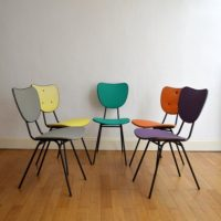 Mobilier vendu for Chaises colorees