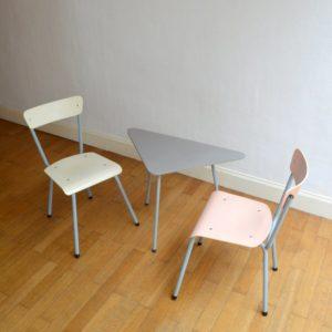 1 table tripode et 2 chaises enfant vintage 24