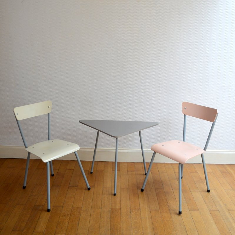 table tripode et chaises 1950s. Black Bedroom Furniture Sets. Home Design Ideas