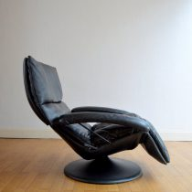 Fauteuil lounge en cuir noir 1970 vintage 50