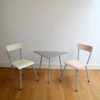 1 table tripode et 2 chaises enfant vintage 4