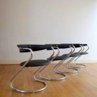 Suite de quatre chaises Design Italien années 70