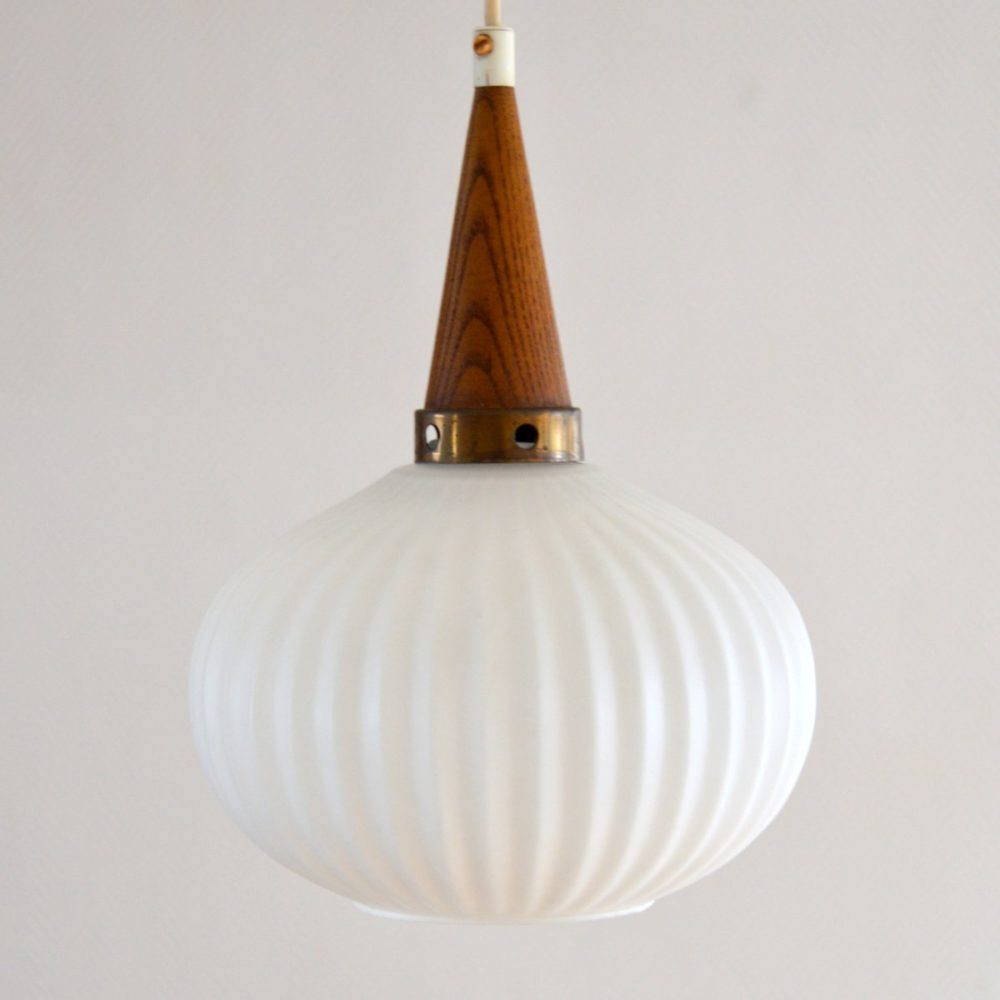 Suspension scandinave opaline et teck 1960s