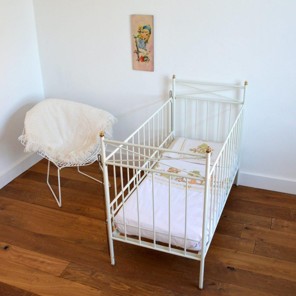 Lit bébé en métal vintage 1970s